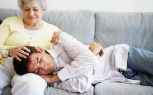 Мужской пофигизм: зачем мне жена, если можно жить с мамой?