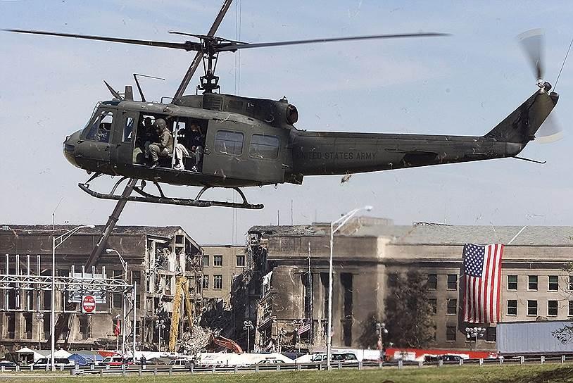 В 9:37 утра третий захваченный самолет Boeing 757 врезался в здание Пентагона. На его борту были 58 пассажиров и шесть членов экипажа. В самом здании погибло 125 человек. В 10 утра четвертый самолет упал в штате Пенсильвания, в 200 км от Вашингтона, погибли 37 пассажиров и семь членов экипажа. Предположительно, четвертый самолет должен был врезаться либо в Капитолий, либо в Белый дом