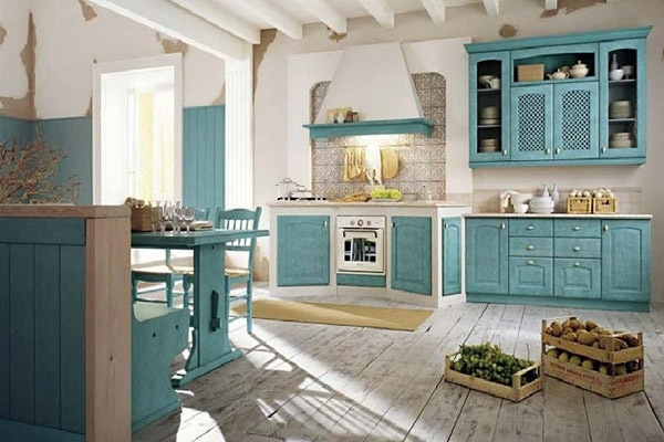 Кухня в стиле прованс с очень интересным местом для плиты и духового шкафа