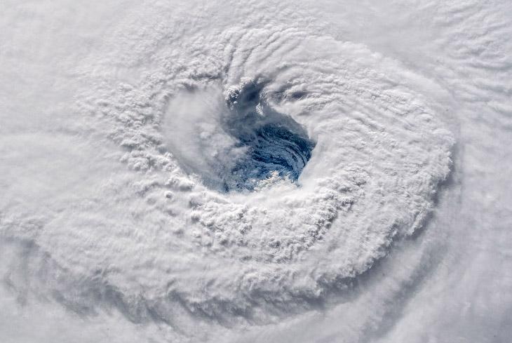 Как выглядит ураган из космоса