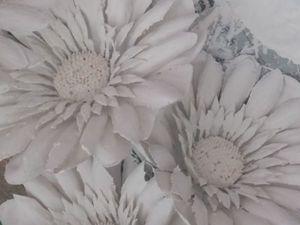 Декорируем потолок интерьерными цветами