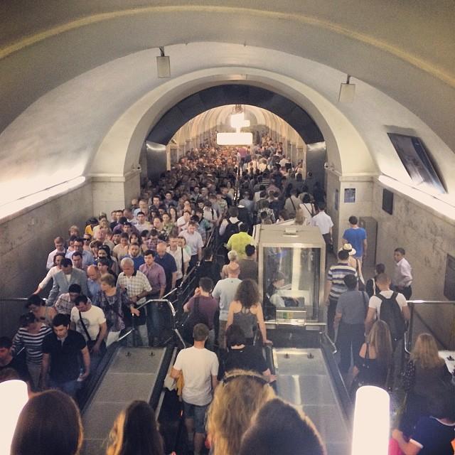 В час пик на всех станциях метро россия, это россия