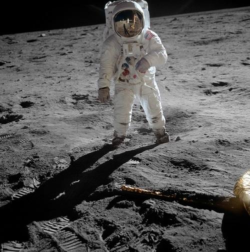 Луна – секретная база пришельцев?