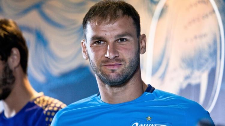 Испанская «Барселона» заинтересовалась защитником российского «Зенита» Браниславом Ивановичем