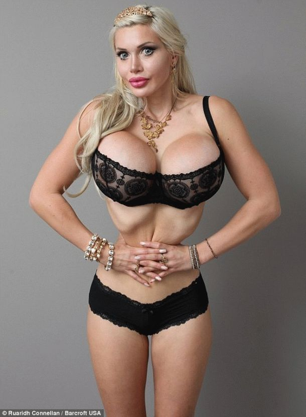 Девушка с огромной грудью фото 79-345