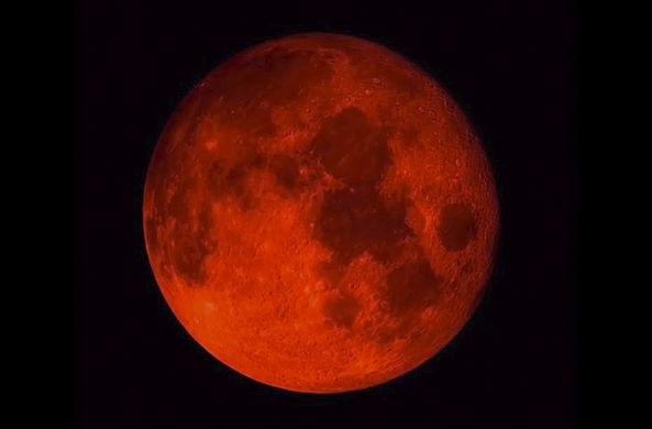 Россияне смогут наблюдать затмение гигантской кровавой Луны