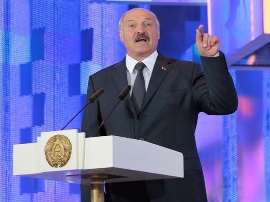 Лукашенко: Россия требует с Белоруссии как с вассала