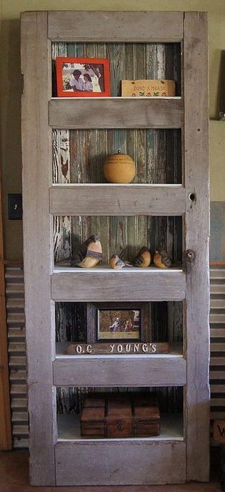 vintage-furniture-from-repurposed-doors1-5 (320x700, 234Kb)