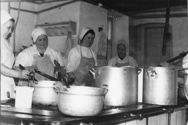 Ленинградский рассольник, печеночный торт и еще 6 блюд советского общепита