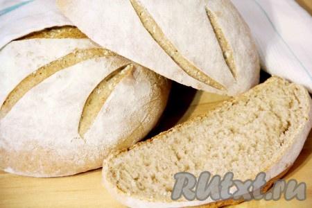Когда хлеб будет готов, нужно остудить его на решётке. Деревенский хлеб, приготовленный по этому рецепту, получается пористым, воздушным и очень вкусным.