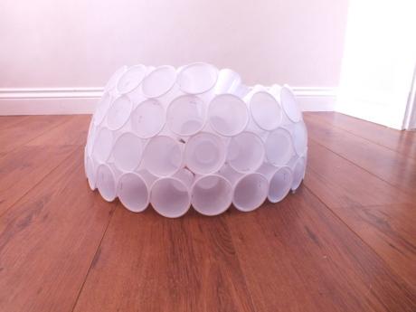 Снеговик из пластиковых стаканов