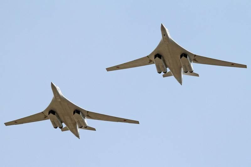 Пара российских стратегов Ту-160 совершила полёт над водами Арктики