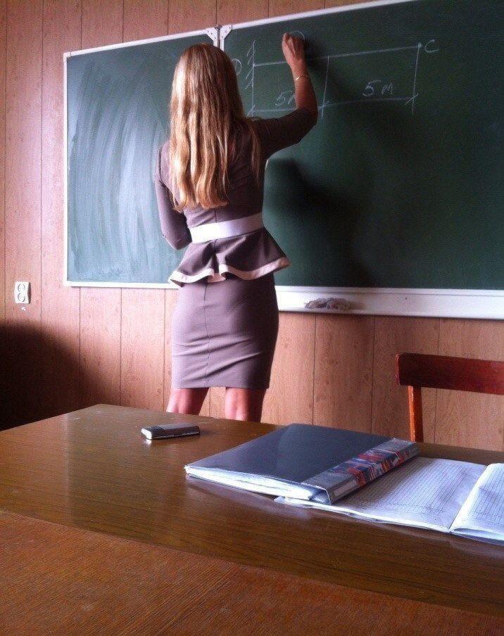 Подглядывание девочек под партой в школе фото 782-3