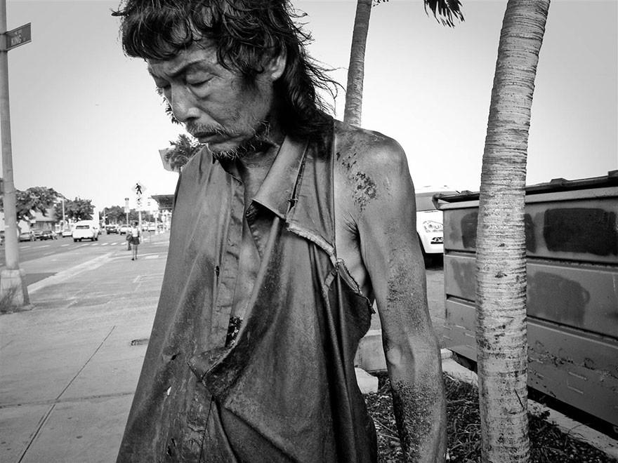 В одном бездомном фотограф узнает своего отца