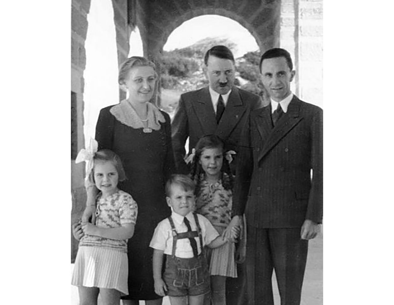 Самый трагический любовный треугольник 3-го Рейха. Еврей и Магда Геббельс