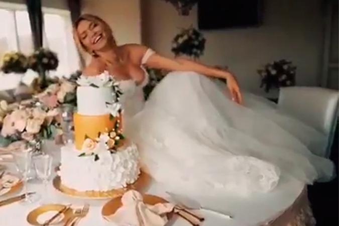 Брежнева показала свадебное платье