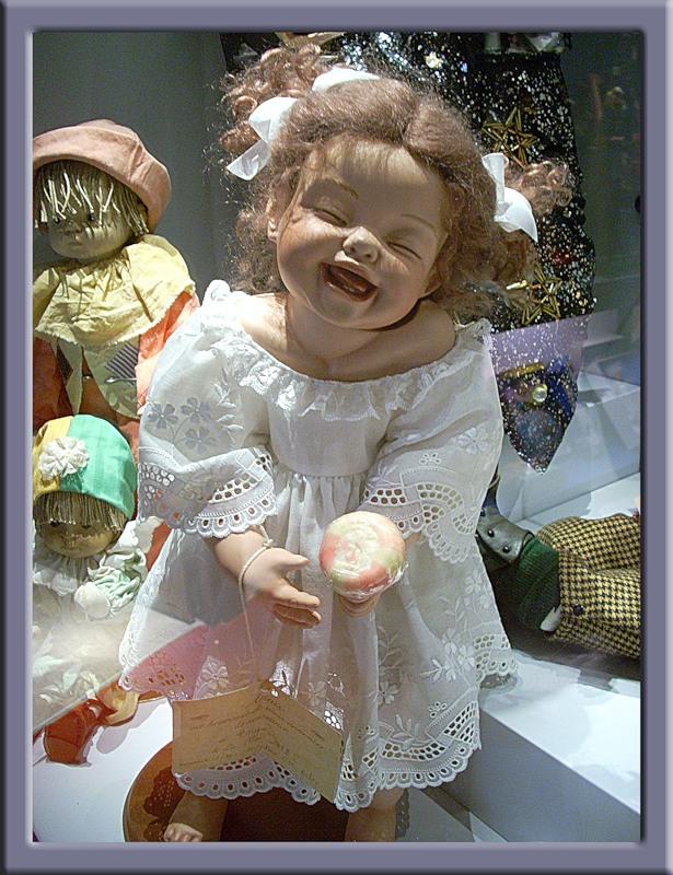 Кукла смеется...
