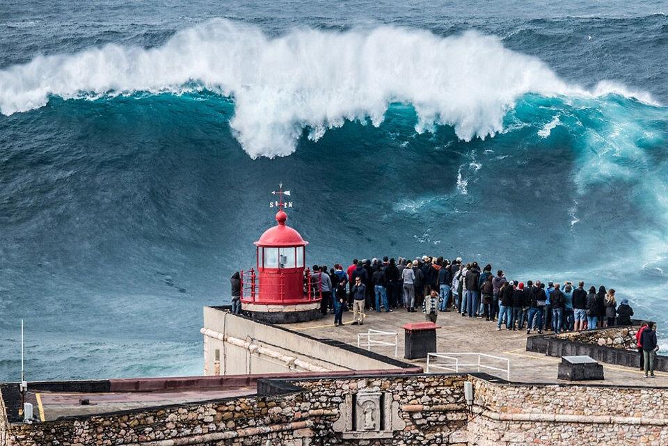 Не для слабонервных: съездила туда, где образуются самые большие в мире волны