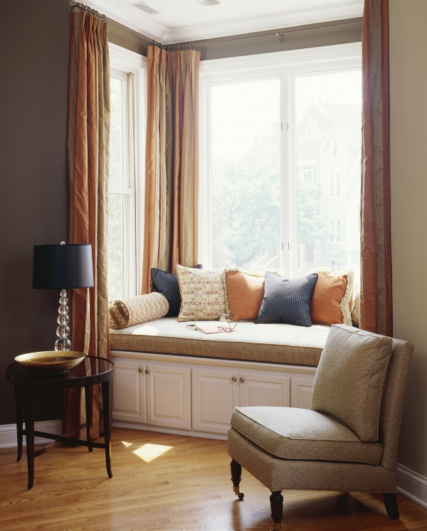 Rita Likes: Bay Windows This Lovely Home