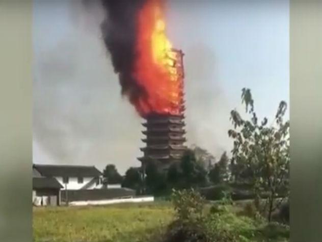 Пожар уничтожил крупнейшую буддийскую пагоду в мире