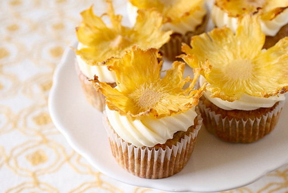 http://www.ohcupcakes.net/images/decoration-dried-pineapple-flowers-1.jpg