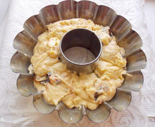 выкладываем тесто в форму для кекса