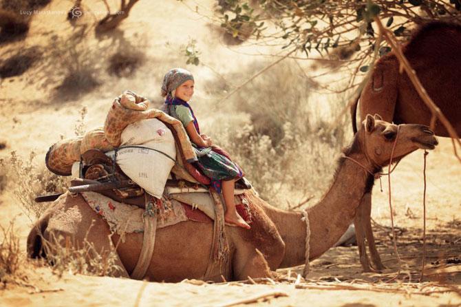 «В пути с рождения»: 40 удивительных фото маленькой путешественницы Мии