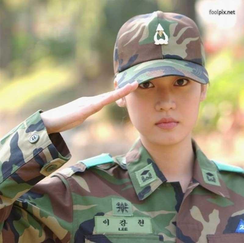 Девушки на службе в армии фото 34