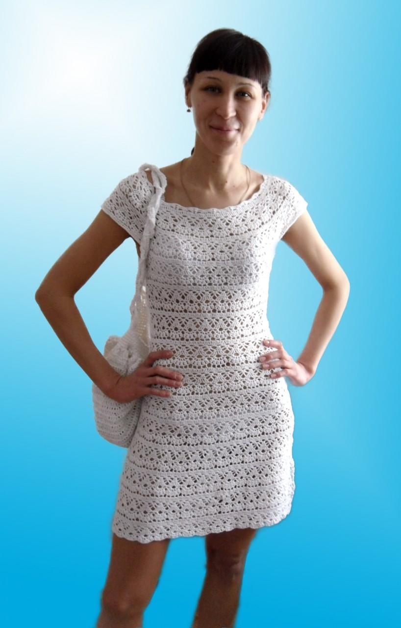 Летнее вязанное платье крючком с круглой кокеткой