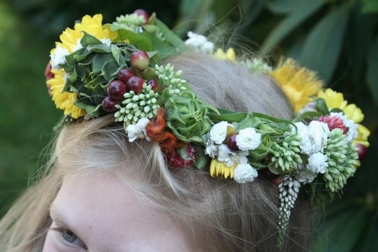 Венки на голову из искусственных цветов на голову своими руками фото