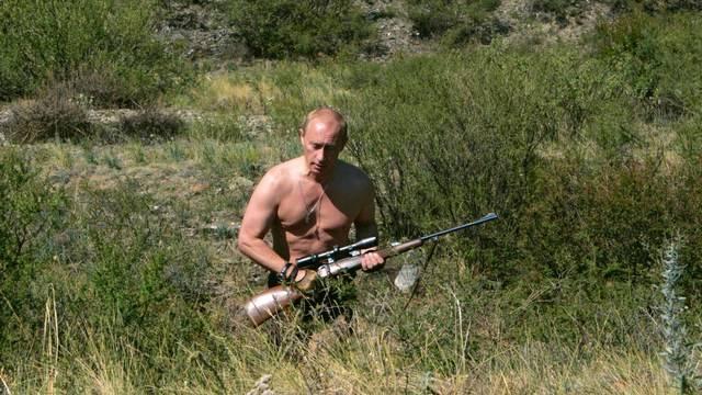 «Бросились искать очки, а он схватил ружье»: как слагают легенды о Путине