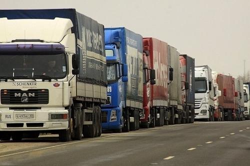 Российские грузовики создали гигантский затор влитовской Клайпеде