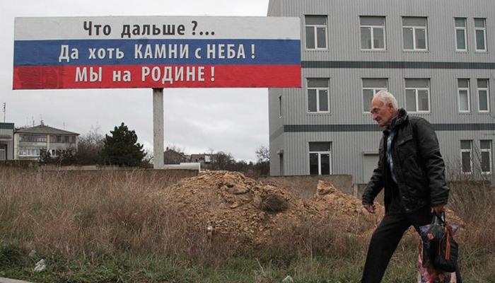 В Крыму обвалилась в море часть скалы с дорогой