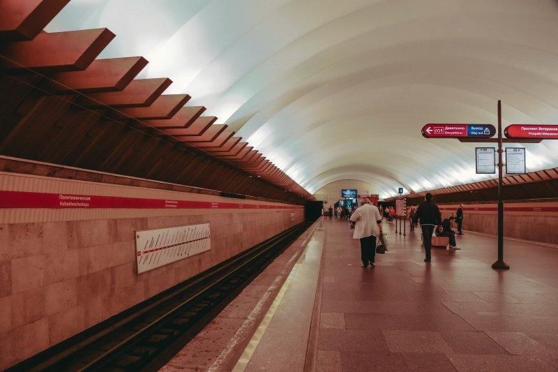 Станция метро «Политехническая» закрыта из-за бесхозного предмета