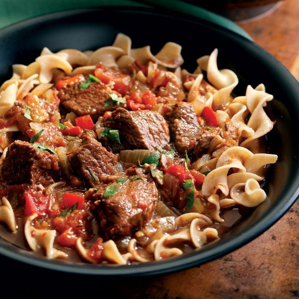 Тушеные макароны с мясом - отличное блюдо к обеду