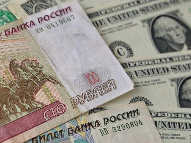 Рубль подорожал к доллару сразу на 147 копеек