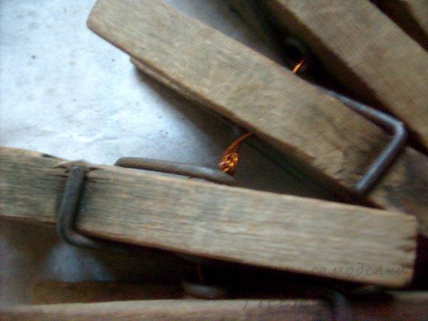Подставка под горячее из старых прищепок