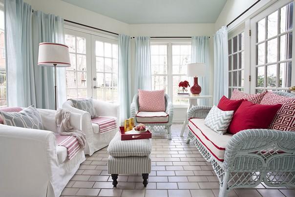 Нежно бирюзовый потолок и шторы