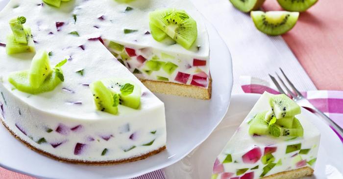Торт с желе и фруктами.