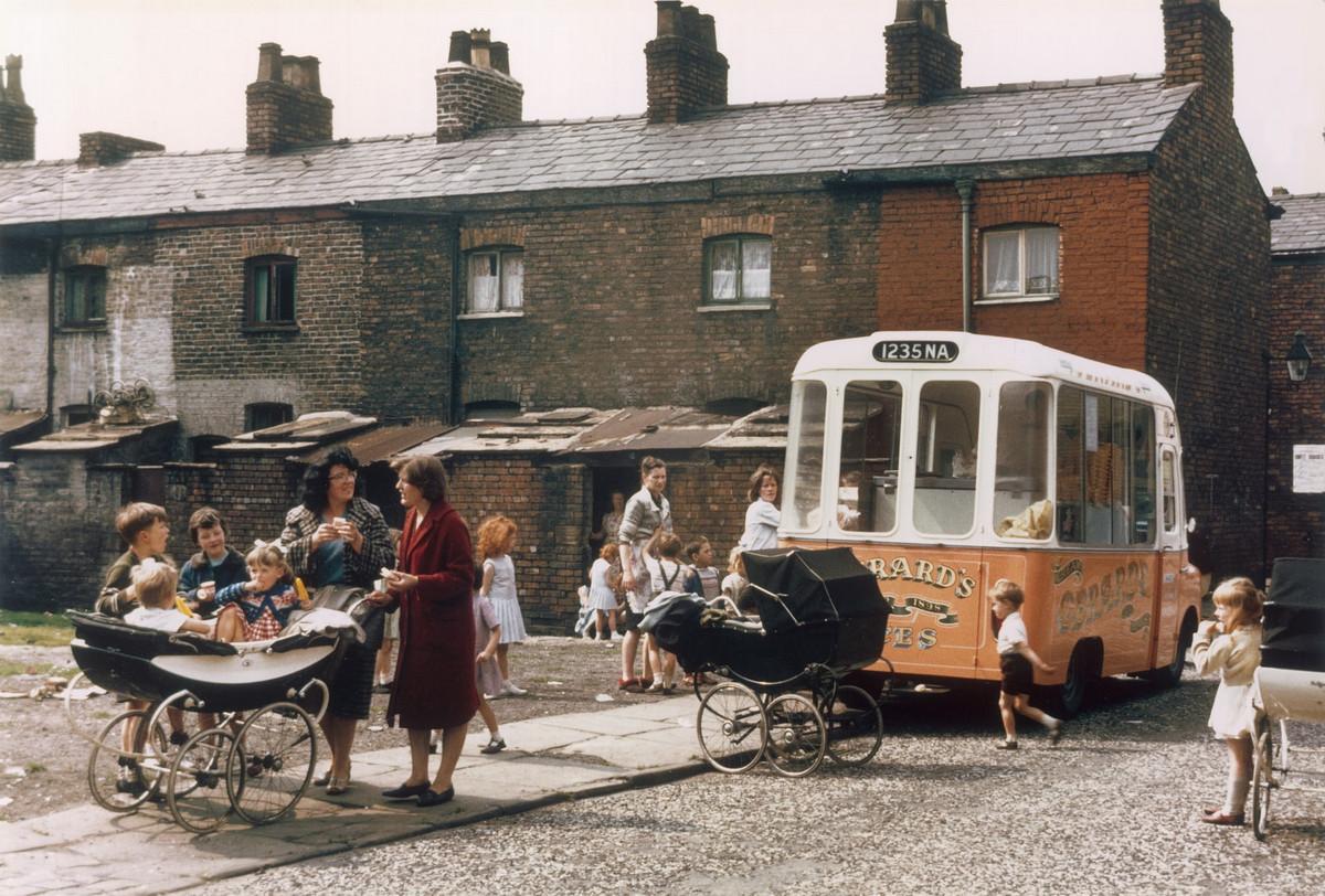 Обаяние трущоб Манчестера в фотографиях Ширли Бейкер 1960-х годов 9