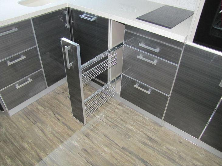 Ремонт кухни, установка кухонного гарнитура, бутылочница