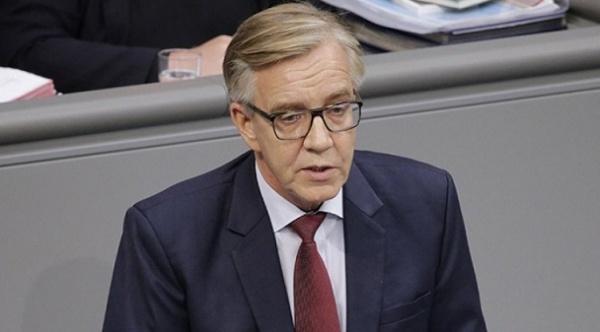 Глава фракции левых вБундестаге назвал антироссийские санкции абсурдом