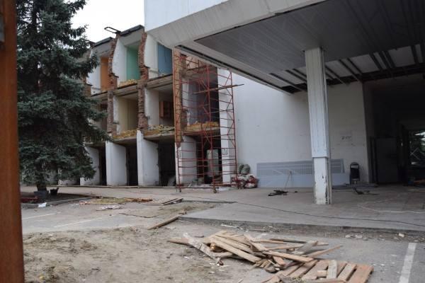 Собственник здания речного вокзала должен в кратчайший срок восстановить демонтированные фасадные элементы
