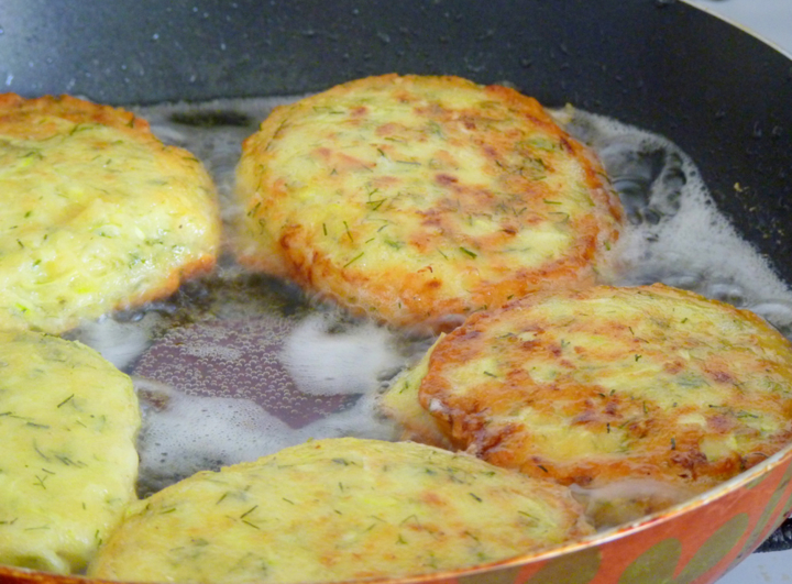 Приготовить вкусные оладушки из кабачков