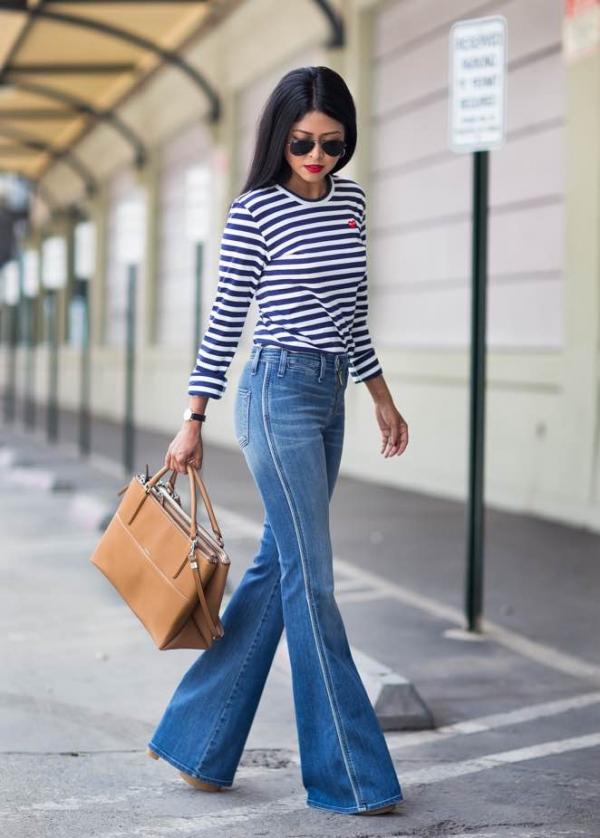 С чем носить расклешенные джинсы - с тельняшкой
