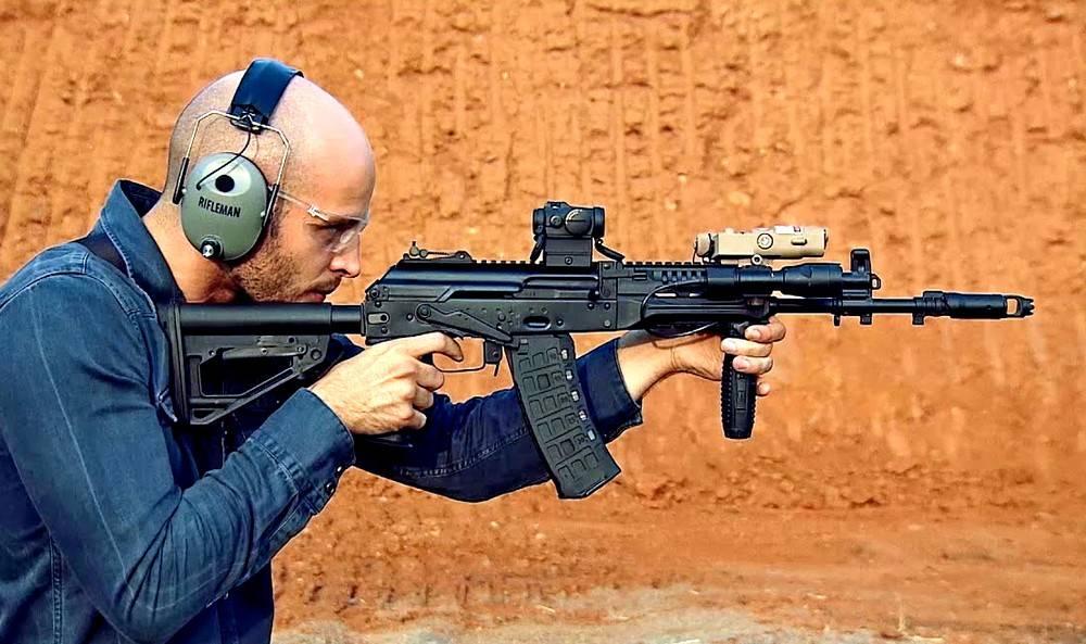 Битва автоматов: российский АК-12 против американского М4А1