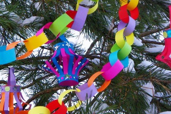 Ёлочные украшения  из цветной бумаги