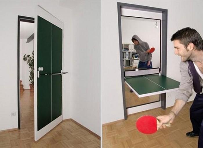 Дверь, которая легко превращается в теннисный стол.