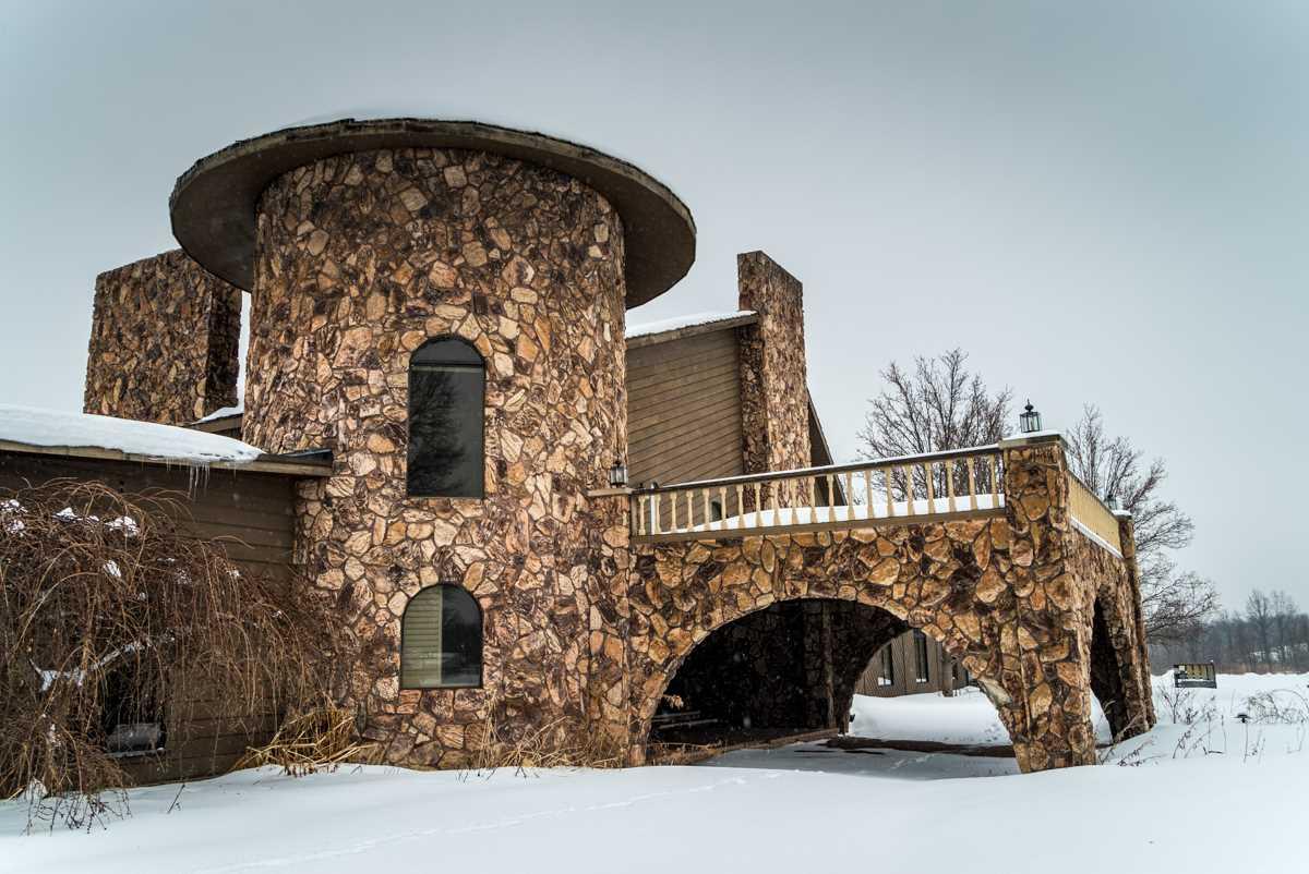 Заброшенный особняк, ранее принадлежавший Майку Тайсону