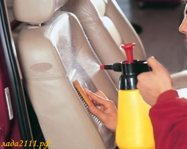чистка кожаного салона автомобиля